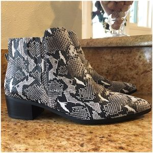 HALOGEN ANKLE BOOTS